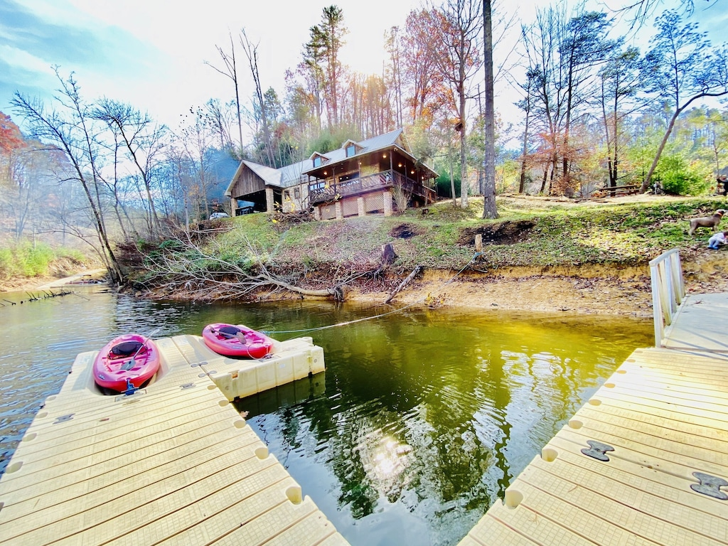 LAKEFRONT Peninsula House ONE of a KIND SPOT! Private Dock, Pet Friendly